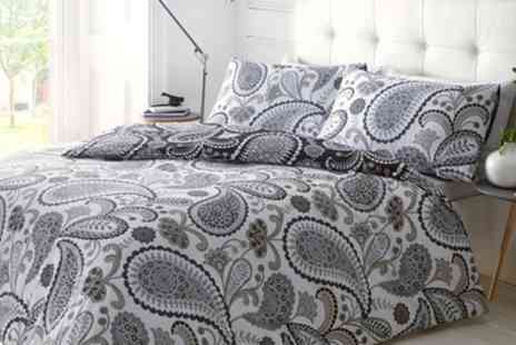 Groupon Goods Global GmbH - Pieridae Duvet Cover Set - Save 86%