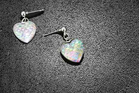 GetGorgeous - Iridescent colour-shifting heart earrings - Save 77%