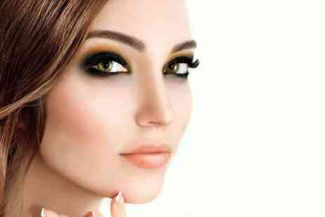 The Signature Clinic - Full set of eyelash extensions - Save 70%