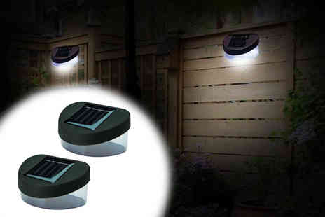 Zoozio - Two pack of Led fence lights or pack of four - Save 67%