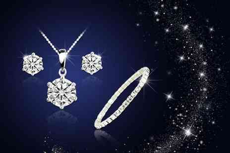 Your Ideal Gift - Solitaire tri set made with crystal from swarovski - Save 86%
