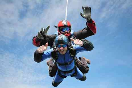 Buyagift - Beginners tandem skydive experience in Devon - Save 0%