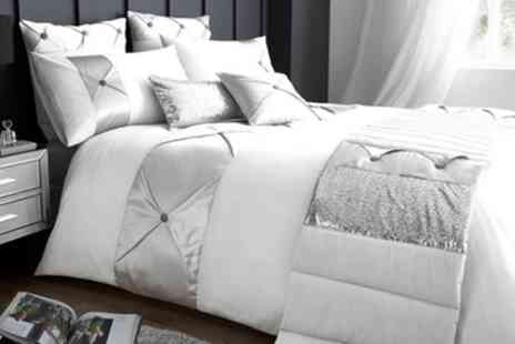 Groupon Goods Global GmbH - Gaveno Cavailia Signature Range Lush Duvet Set - Save 60%
