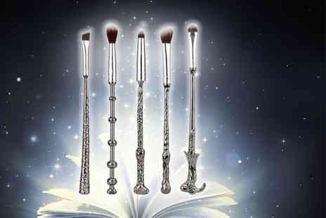 Forever Cosmetics - Five piece Harry Potter inspired wand makeup brush set - Save 77%