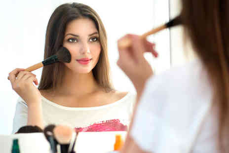 Beaut - Two hour makeup masterclass - Save 53%