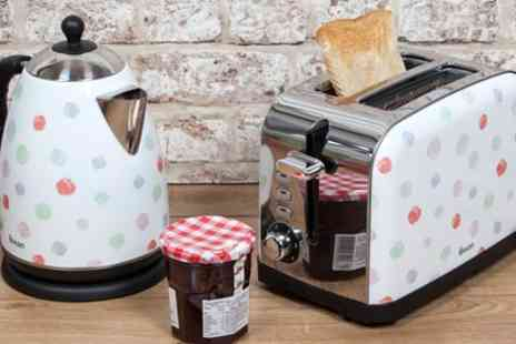 Groupon Goods Global GmbH - Swan Polka Dot Kettle and Two Slice Toaster - Save 67%