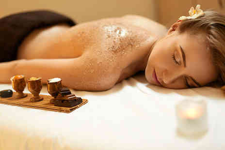 Le Beautique Spa - Cedar barrel sauna session and a one hour full body scrub - Save 76%