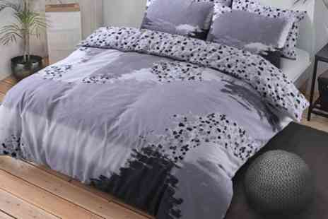 Groupon Goods Global GmbH - Pieridae Paint Marks Duvet Set - Save 69%