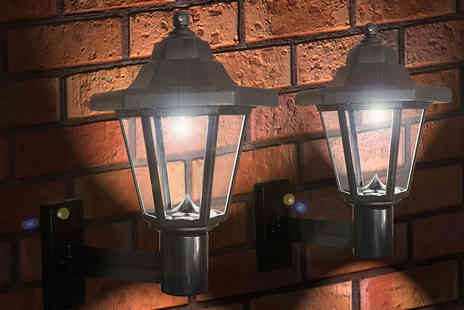 Zoozio - Two Victorian solar wall lights - Save 67%