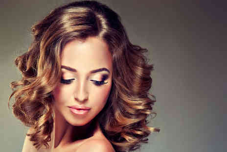 Amor Cabello Hair Salon - Blow dry & conditioning treatment - Save 55%