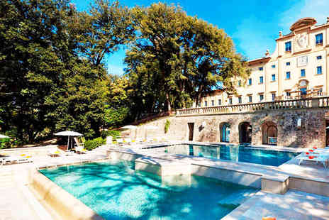 Hotel Una Villa Le Maschere - Striking Renaissance Villa in Beautiful Tuscany - Save 80%