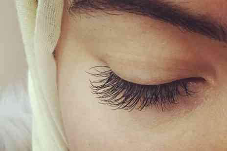 Molita Medspa - Full Set of Individual Max Volume 6D or 8D Eyelash Extensions - Save 51%