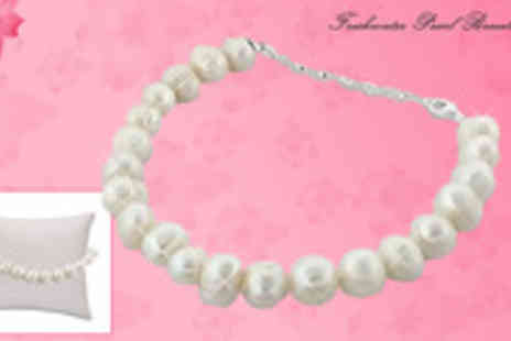 Jewellery Select - Freshwater Pearl Bracelet with a massive Just for a classic design that will add a touch of elegance to any occasion - Save 97%