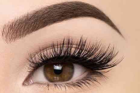 Cleopatras Beauty Clinic - Full Set of Eyelash Extensions - Save 42%