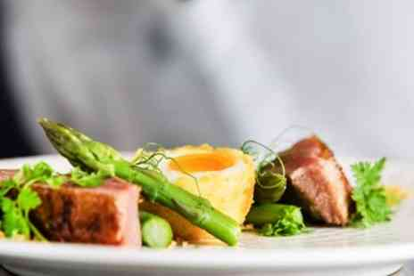Colwall Park - 2 AA Rosette meal for 2 with bottle of wine - Save 41%