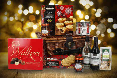 First4Hampers - Christmas wicker hamper including wine, Christmas pudding fudge, shortbread, mince pies, chocolate and more - Save 52%