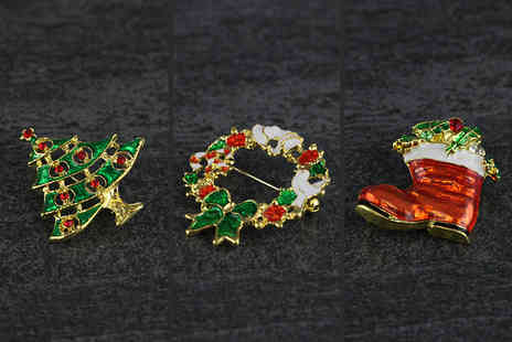 London Exchainstore - Three vintage style Christmas brooches - Save 77%