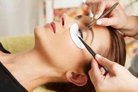 Bella Lash Brow - Full Set of Mink Eyelash Extensions - Save 49%
