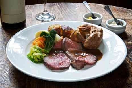 Gabeto - Sunday Roast with Dessert and a Glass of Bubbles for One, Two or Four - Save 43%