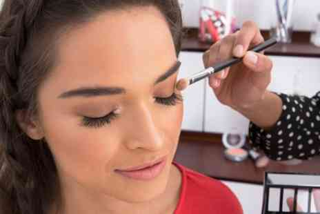 Hello Gorgeous Studios - Make Up Masterclass with Bottomless Refreshments for Up to Four - Save 70%