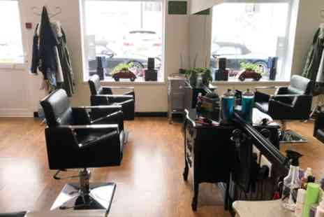 HeadMasters - Wash, Blow Dry and Conditioning with Cut, Full Head Colour or T Bar Highlights - Save 36%
