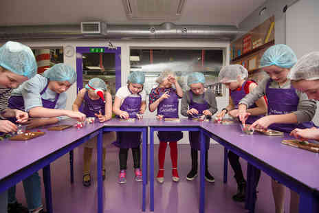 The Cocoabean Company - Festive childrens chocolate workshop including lunch, three take home chocolatey goodies, a Cocoabean hair net and apron - Save 26%