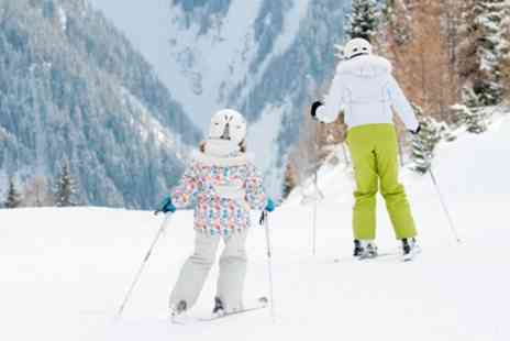 Swadlincote Ski centre - Ski or Snowboard Beginners Lesson for Up to Four - Save 37%