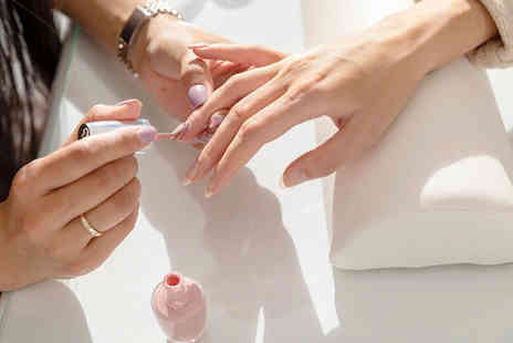 Queen of Hearts Beauty Box - Shellac manicure - Save 50%