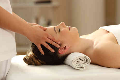 london ladies hair - One hour pamper package with a head massage, reflexology treatment and lomi lomi massage - Save 66%