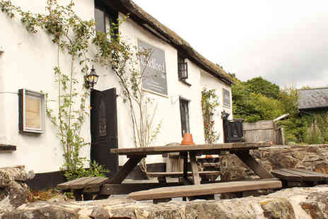 The Cridford Inn - One night stay for two with £40 towards food, a glass of Prosecco each on arrival and breakfast - Save 52%