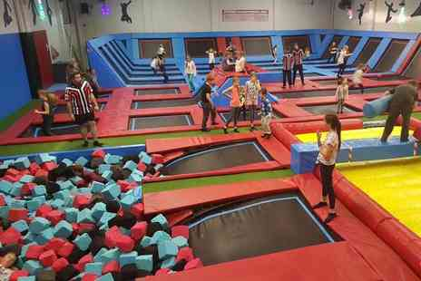 Boing Zone Trampoline Park - Trampoline party for ten kids - Save 0%