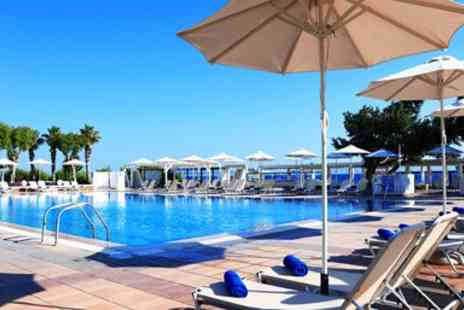 On The Beach - Deluxe All inclusive week with flights and Seaview - Save 0%