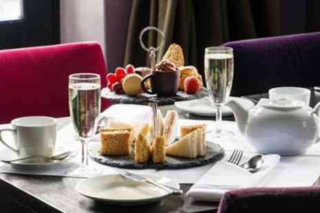 The Lincoln Eastgate Hotel - Afternoon tea and bubbly for 2 near Lincoln Cathedral - Save 41%