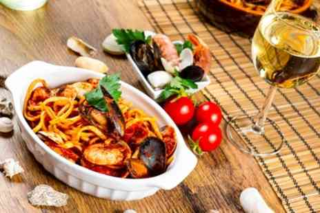 Geppettos Italiano Ristorante - Pasta Meal with Glass or Bottle of Prosecco for Two for Four - Save 55%