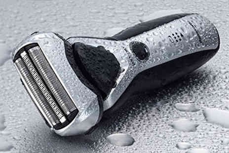 Hanaco - Panasonic ES-RT57 three blade shaver - Save 55%