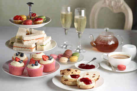 Queens Hotel & Spa - Traditional afternoon tea for two with a glass of Prosecco each - Save 34%