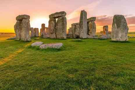 The Full English Backpacker Bus - 1 Day Oxford & Stonehenge Backpacker Tour with Walking Tour - Save 0%