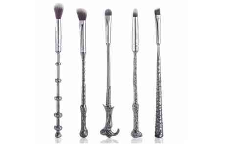Forever Cosmetics - 5pc magic inspired wand makeup brush set - Save 80%