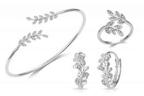 Your Ideal Gift - Leaf bangle set made with crystals from Swarovski - Save 90%