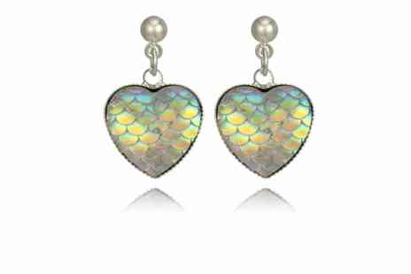 GetGorgeous - Pair of iridescent colour-shifting heart earrings - Save 77%