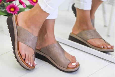 Wow What Who - Pair of bunion support platform slipper sandals choose from seven colours - Save 60%