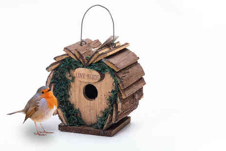 Pricebuster UK - Deluxe hanging wooden Love Birds bird box - Save 70%