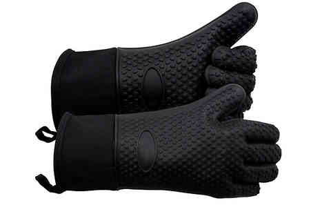 Bag a Bargain - Heat Resistant BBQ Gloves Choose from 3 Colours - Save 80%