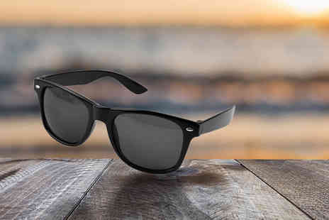 ViVo Mounts - Pair of black UV400 sunglasses - Save 77%