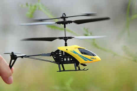 WowWhatWho - Mini Remote Control Helicopter Toy Choose from 2 Colours - Save 67%