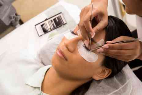 RABL London - Eyelash Extension Course - Save 81%