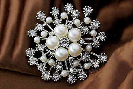 Wow What Who - Crystal snowflake Christmas brooch choose from five styles - Save 75%
