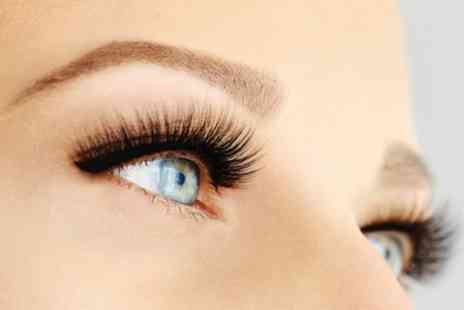 Heavenly Lashes And Beauty - Full Set of Eyelash Extensions - Save 29%