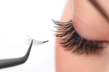 Izette Beauty at Revive Beauty Salon - Eyelash Extensions - Save 40%