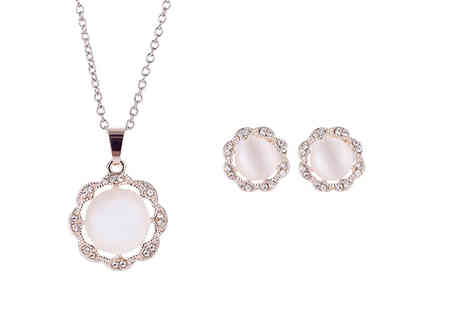 KwikShoppy - Faux pearl earrings and necklace set - Save 0%